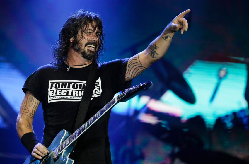 Dave Grohl to Co-Host 'Tonight Point to' Monday Night